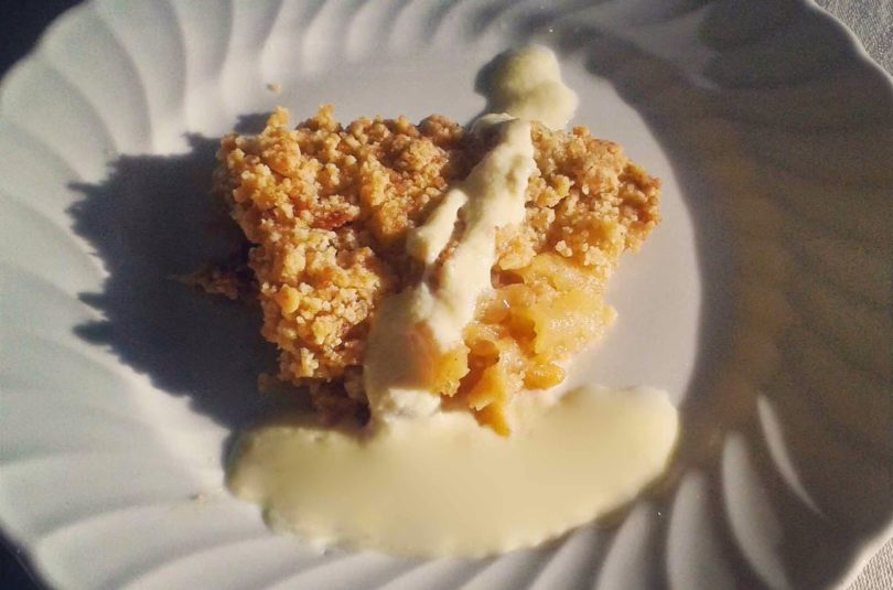 Apple crumble con crema inglese