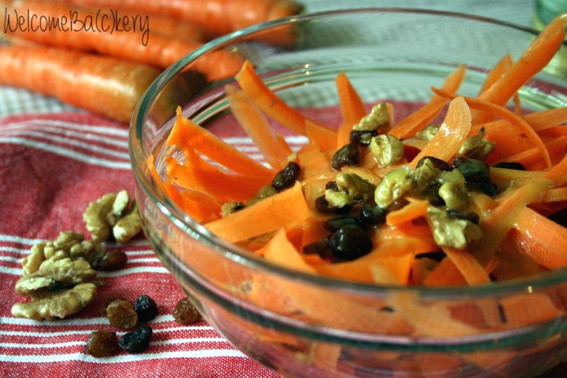 Insalata di carote con noci e uvetta