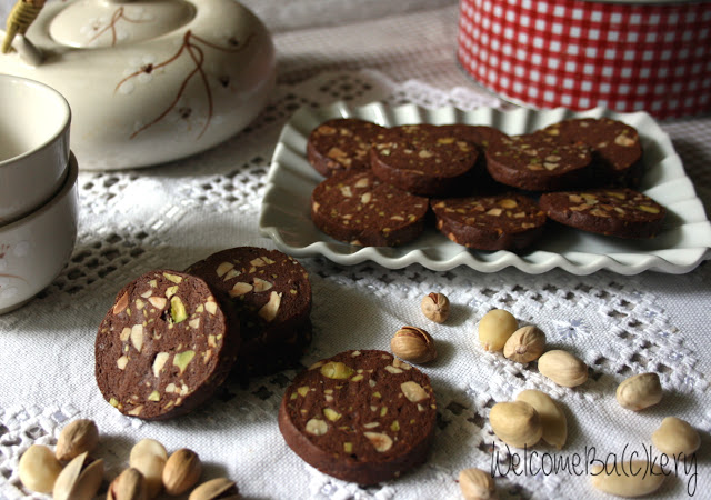 Cocoa and nuts shortbreads