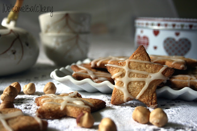 Hazelnut and ginger stars