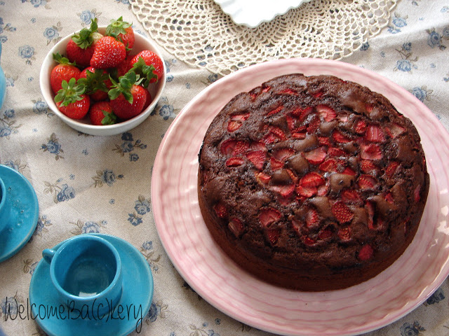 Strawberries, chocolate and yogurt cake