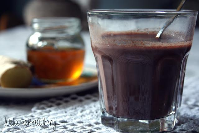 Bevanda al cacao, miele e zenzero