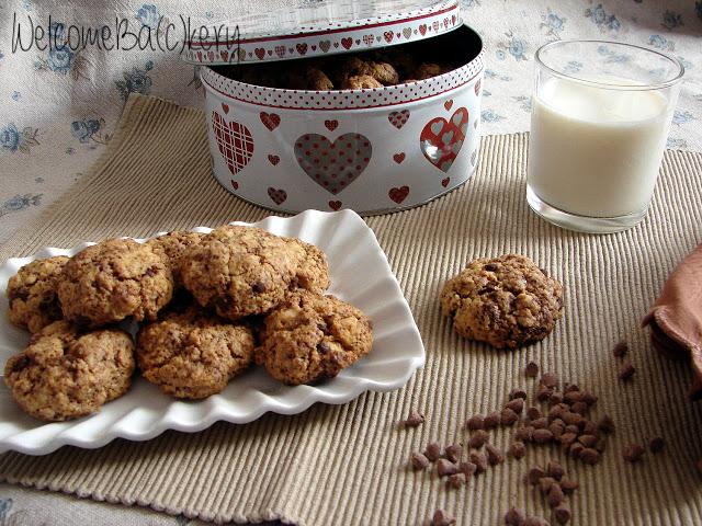 Biscotti all'olio con cioccolato e nocciole
