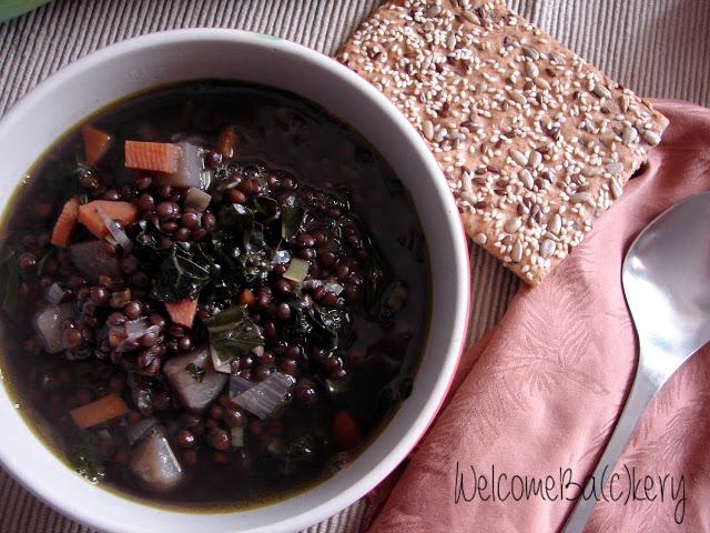 Zuppa di lenticchie nere e cavolo nero