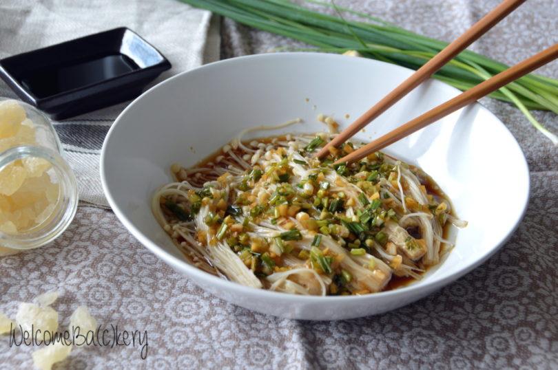 Funghi enoki in salsa all'aglio