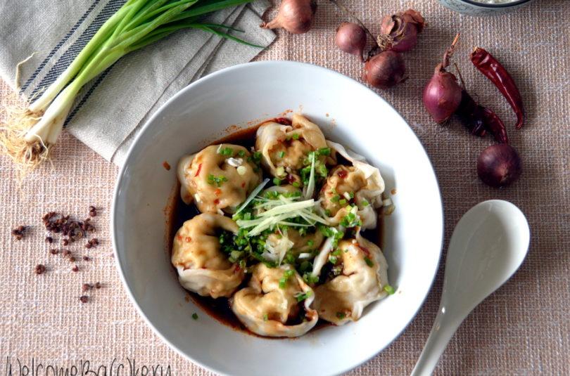 Wonton sichuanesi in salsa di soia piccante