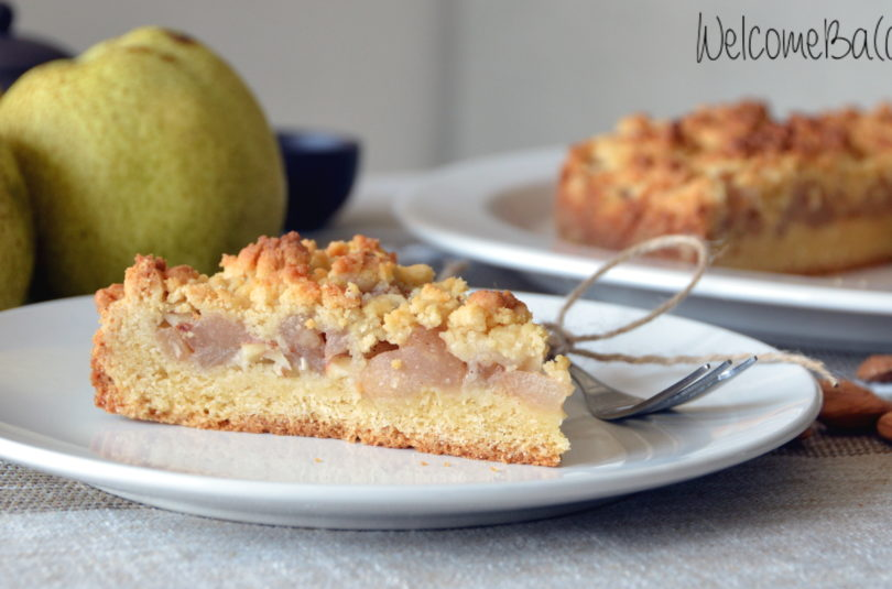 Crumb cake with pears and almonds