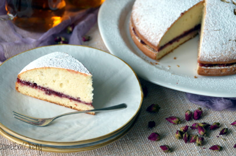 Egg whites cake, with cherry jam
