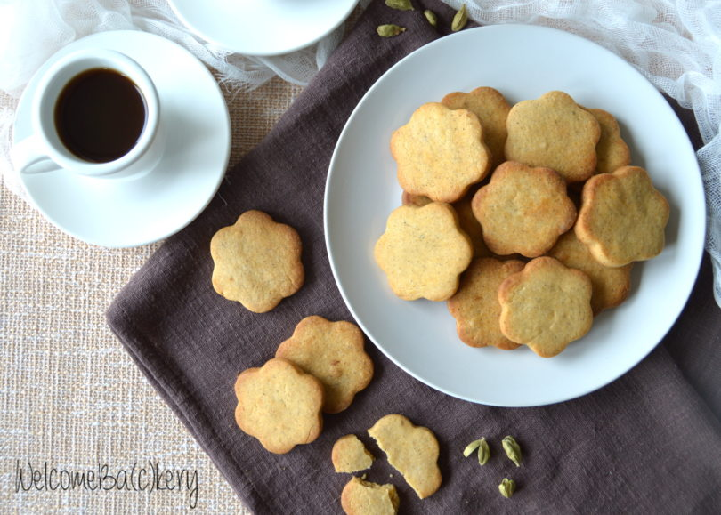 Coffee and cardamom cookies