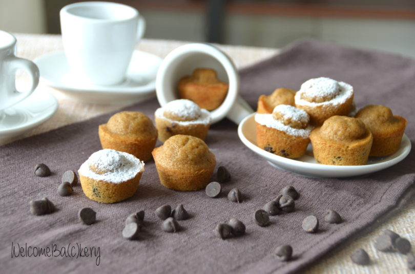 Coffee mini-muffins with chocolate chips