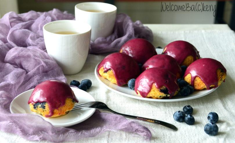 Blueberries mini-cakes, glazed