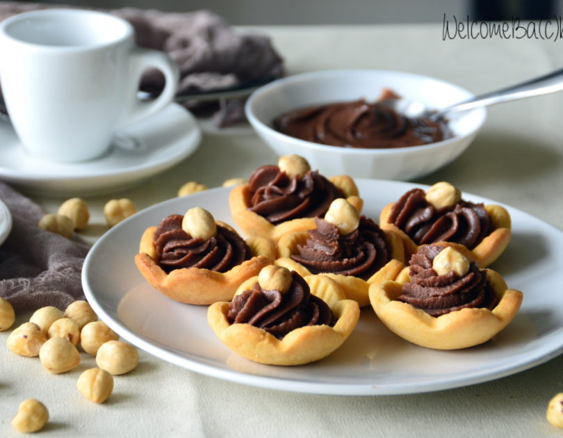 Tartlets with mascarpone cheese and hazelnut cream