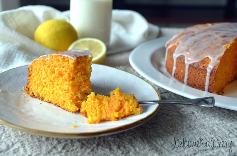 Carrot cake with coconut